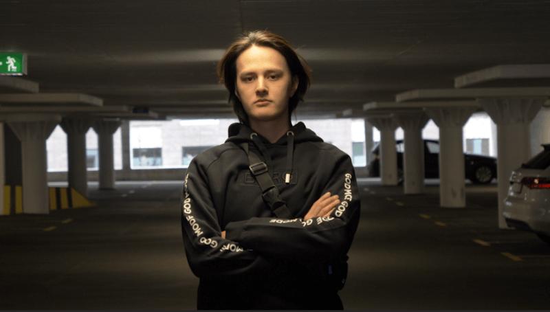 GODSENT contrata Farlig; Maikelele no banco