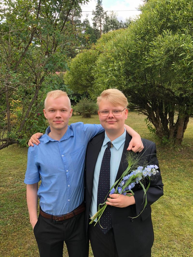 Os irmãos prodígio sergej e Jimpphat | Foto: Reprodução/Twitter/Jimpphat